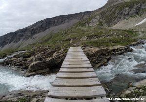 Eine der vielen Bach- und Flussquerungen